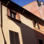 La finestra in via di Santa Dorotea al numero 20, dove avvenne il primo incontro